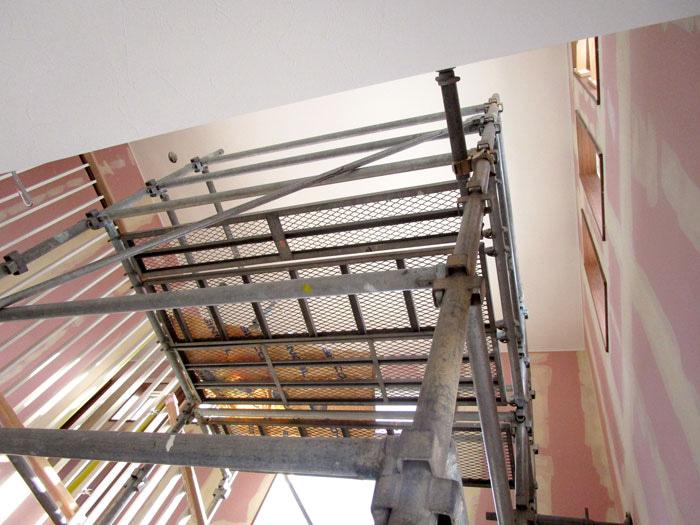 クロスを天井面から施工