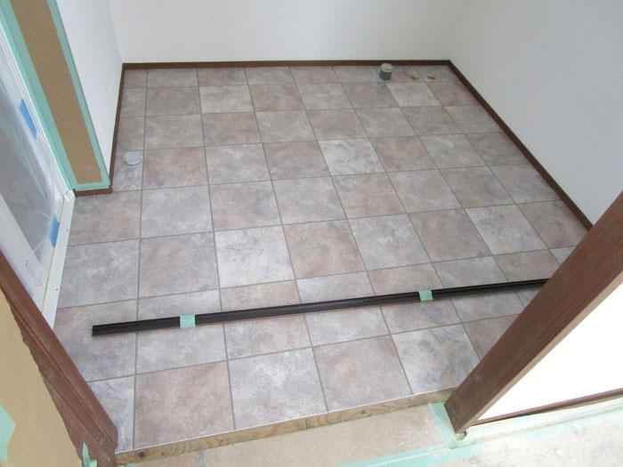 洗面脱衣室の床